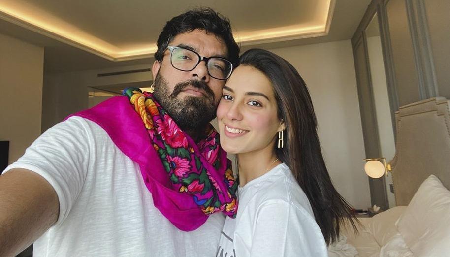 iqra aziz with her husband Yasir Hussain