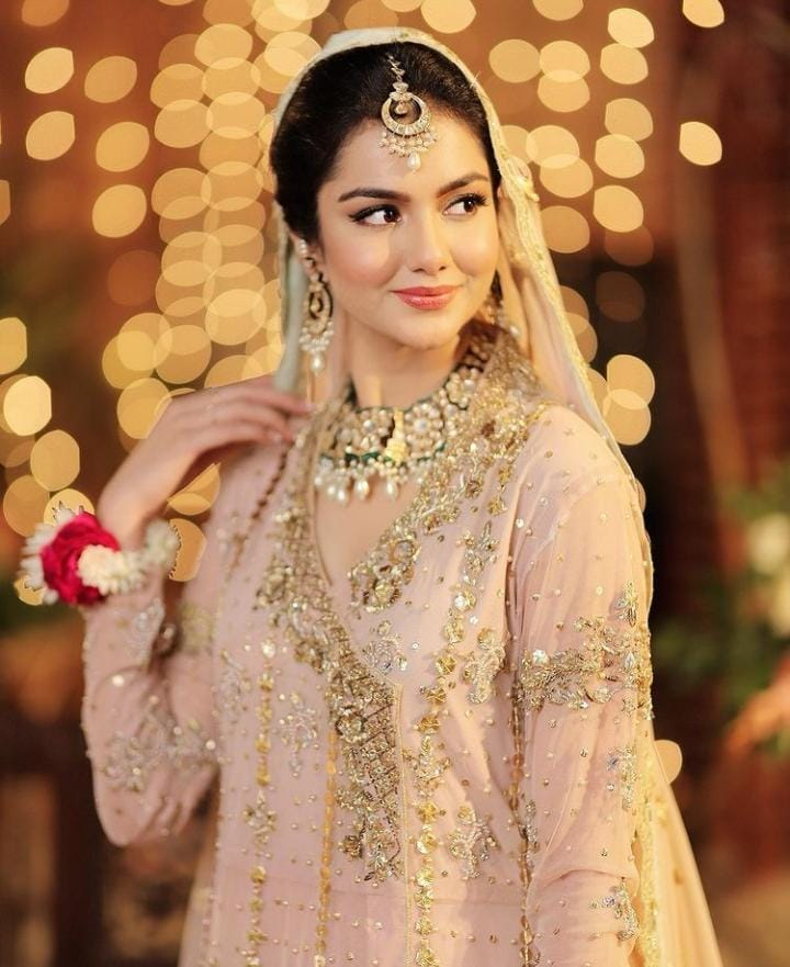 tuba aamir looks pretty in this outfit