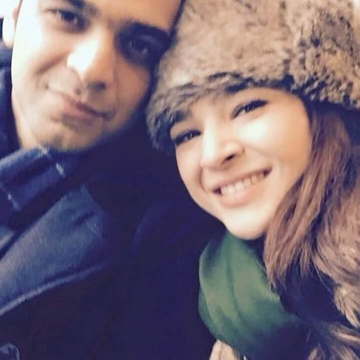 ayesha omer with her brother