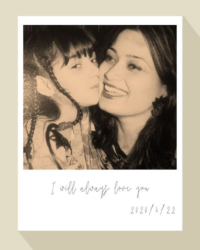 dur-e-fishan chlidhood memories with her mother