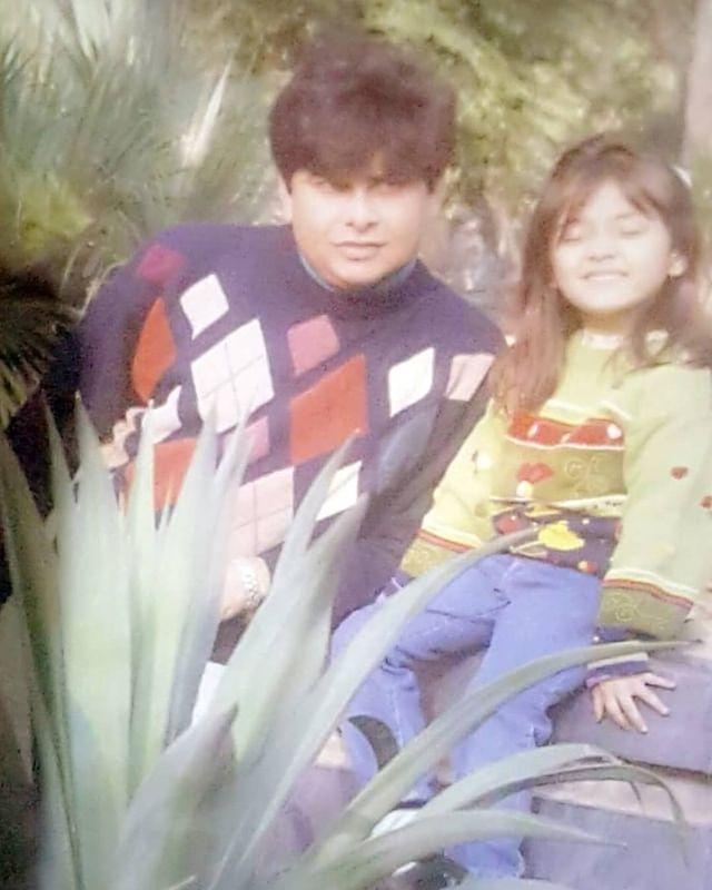 dur-e-fishan saleem with father