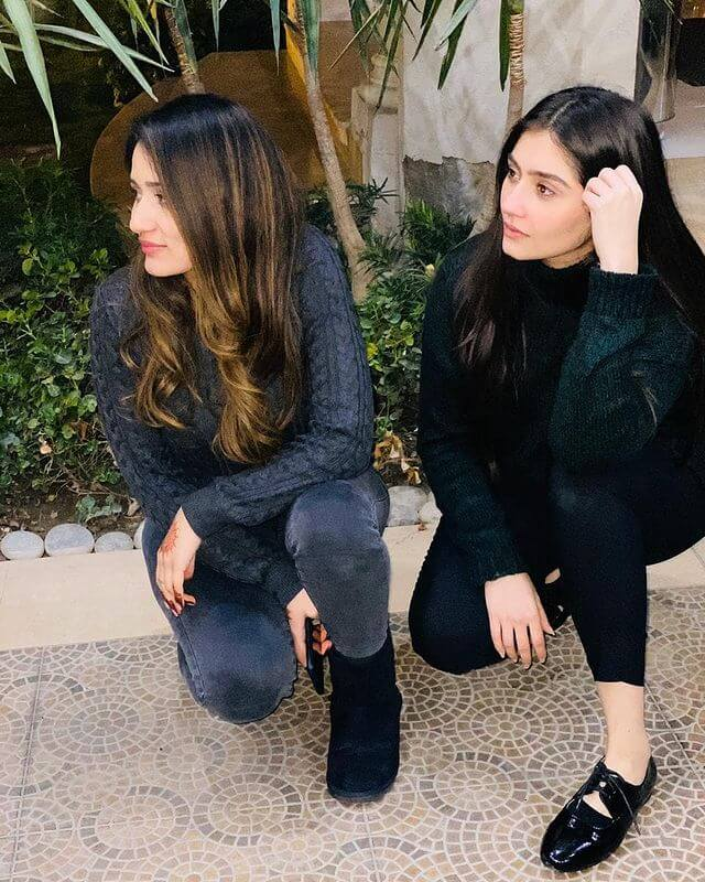 dur-e-fishan saleem with her sister