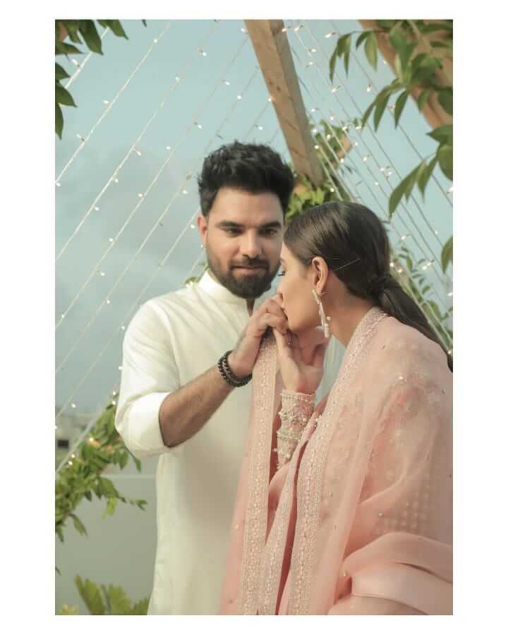 iqra aziz is part of drama raqeeb se cast
