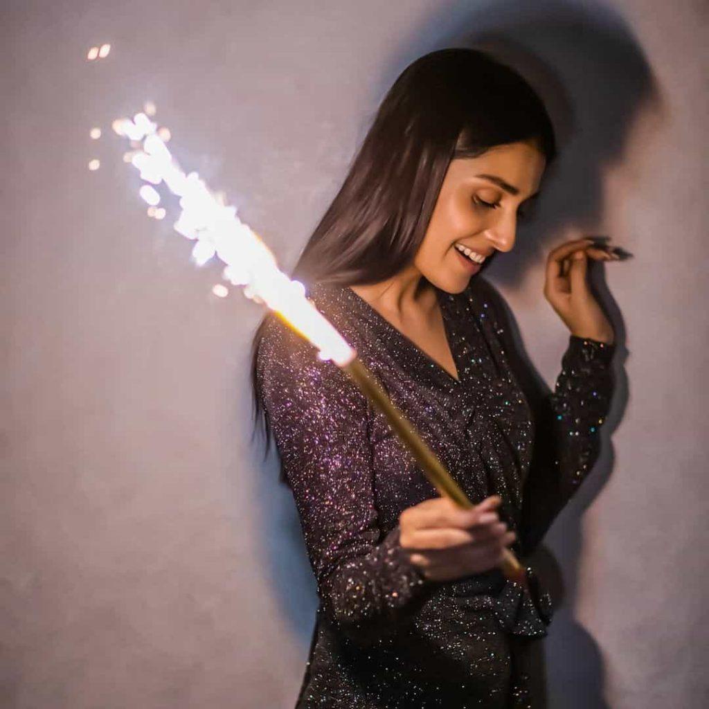 ayeza khan celebrates her 30th birhtday with family
