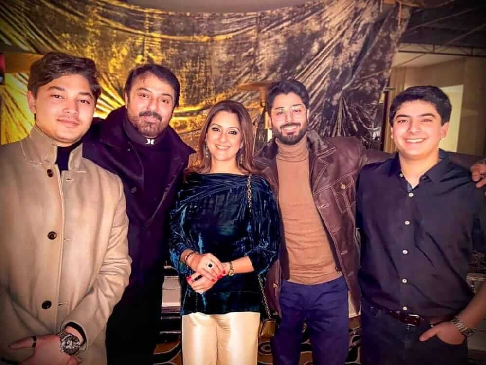 noman ijaz with her family