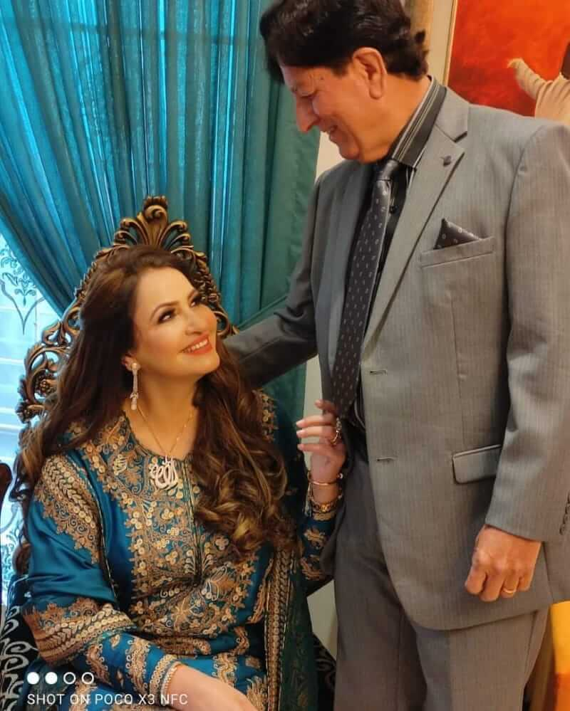 saba faisal with with her husband