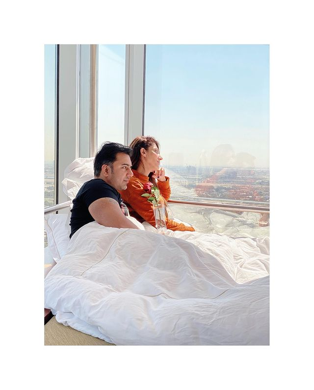 sana-fakhar-with-her-husband
