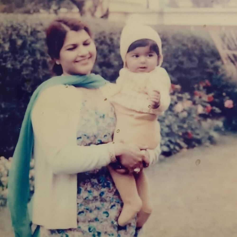 uzma hassan with her mother