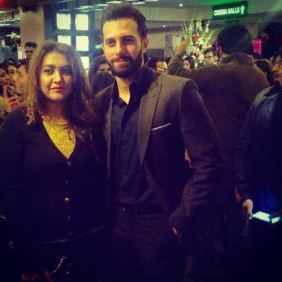 emmad irfani with his wife 3