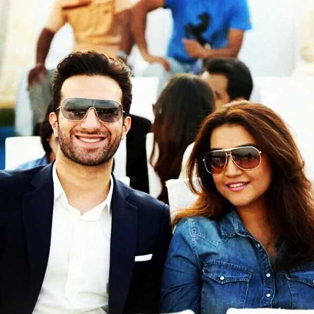 emmad irfani with his wife