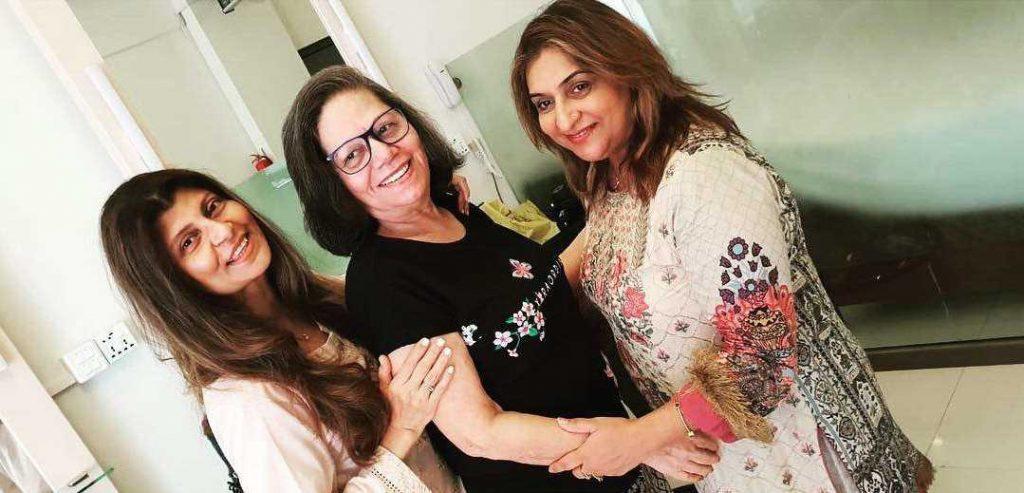 fareeda shabir with her friends
