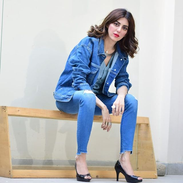 Fariya hassan looking jot in blue jeans latest pics (3)