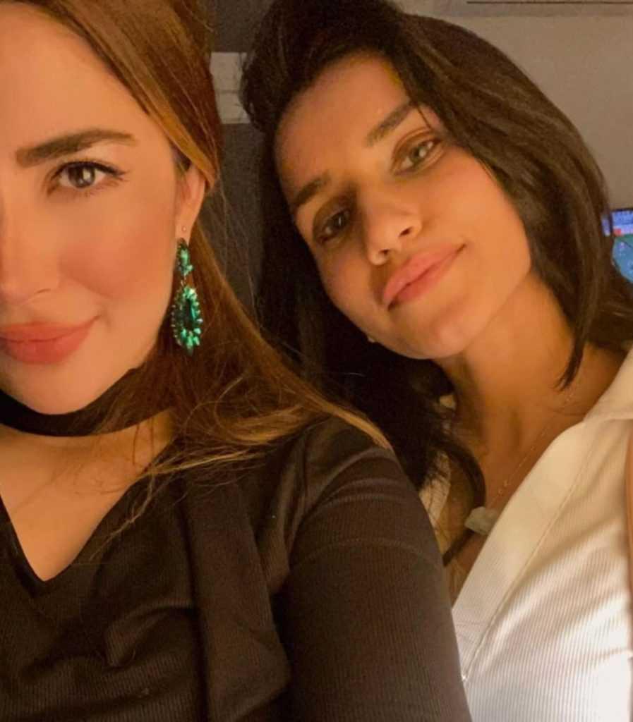 Naimal Khawar Sister Fiza Khawar (4)