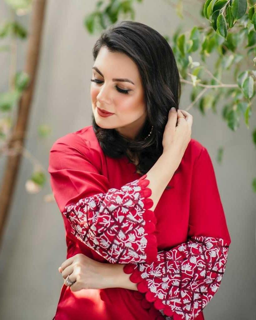Faysal Qureshi's Wife sana faysal looking beautiful in red