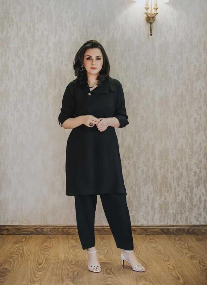 sana faysal latest pics in black