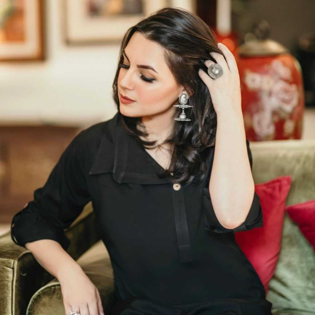 Faysal Qureshi's Wife sana faysal latest pics