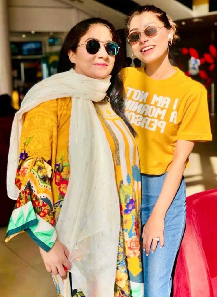 ramsha salahuddin with her mother
