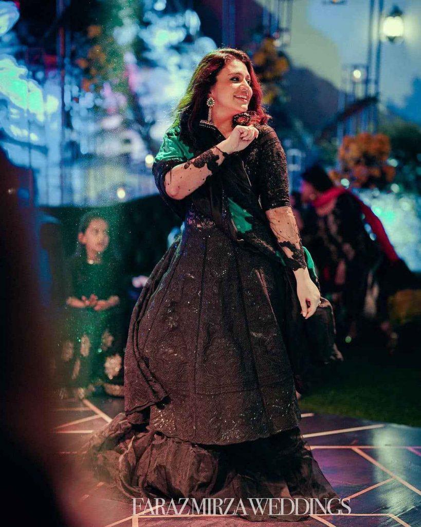 zara noor abbas dance (1)
