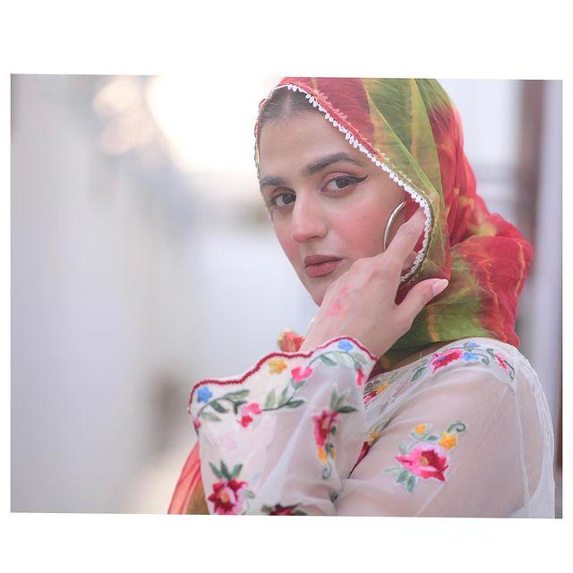 Hira-mani-latest-pics-in-hijab (1)