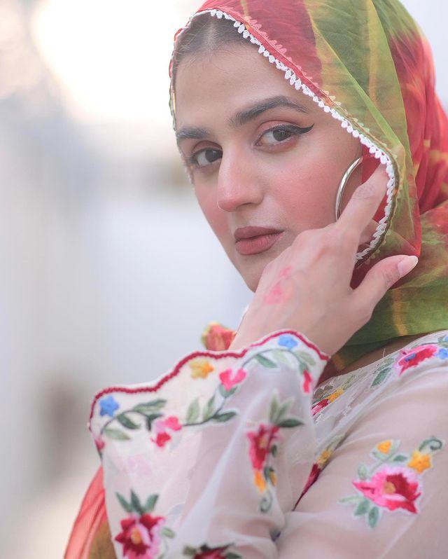 Hira-mani-latest-pics-in-hijab (4)