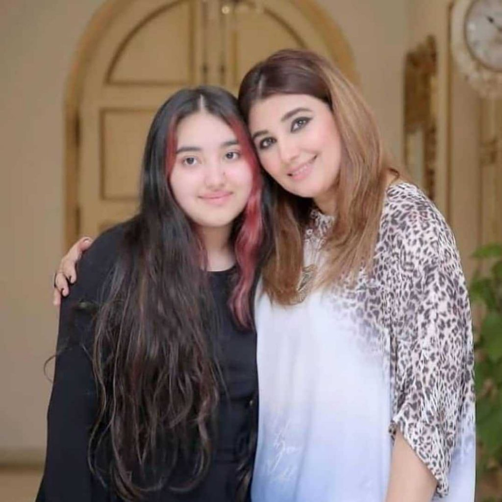Javeria Saud new hairstyle (2)