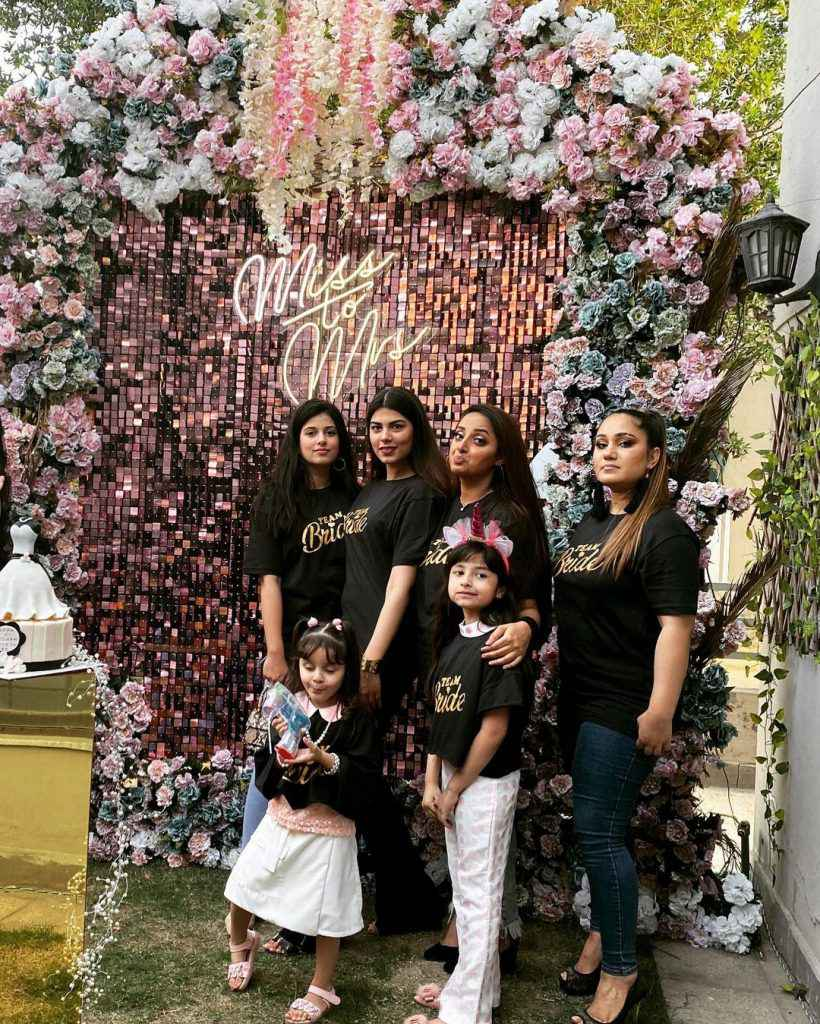 Sanam Chauhdry with her friends
