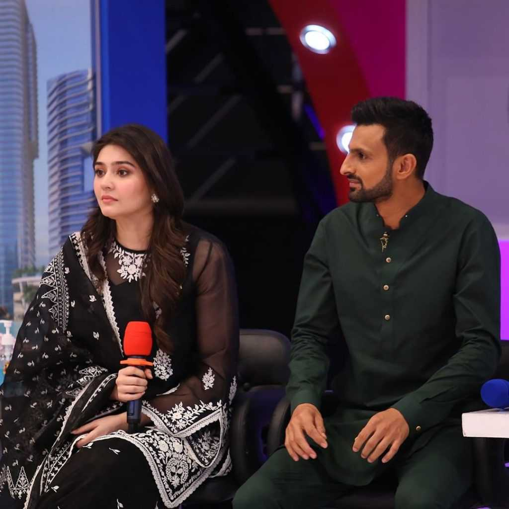 dur e fishan and ushna shah at jeeto pakistan show (5)