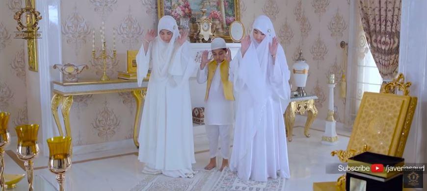 Javeria Saud family reciting naat