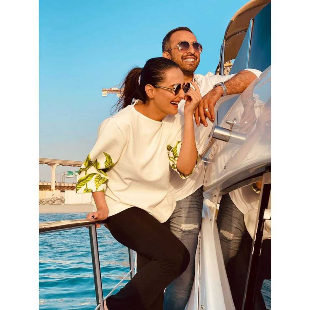 momal-sheikh-did-their-first-photoshoot-with-husband