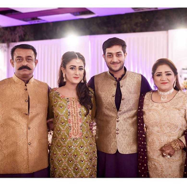shehzeen rahat with her father mother and brother