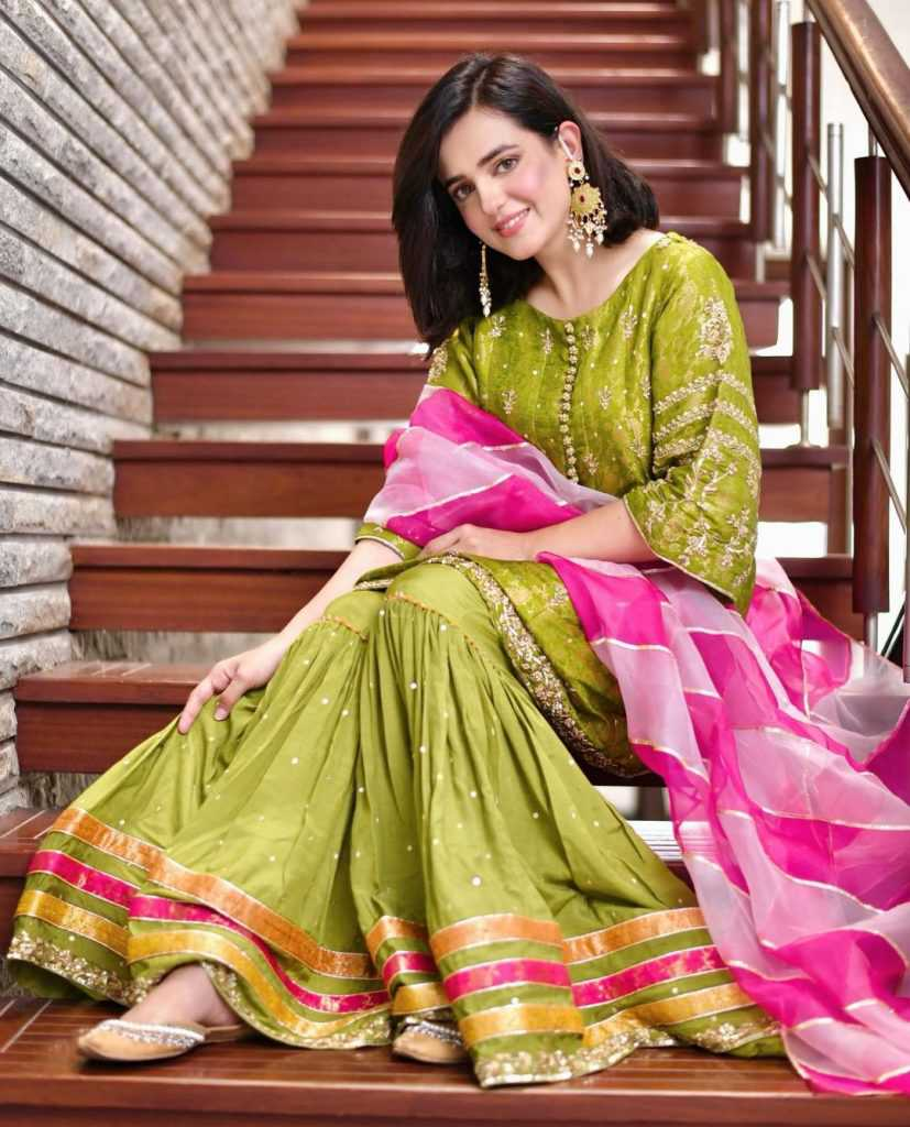 Pakistani-actresses-eid-pics-first-day-of-eid-ul-fitr-2021 (13)