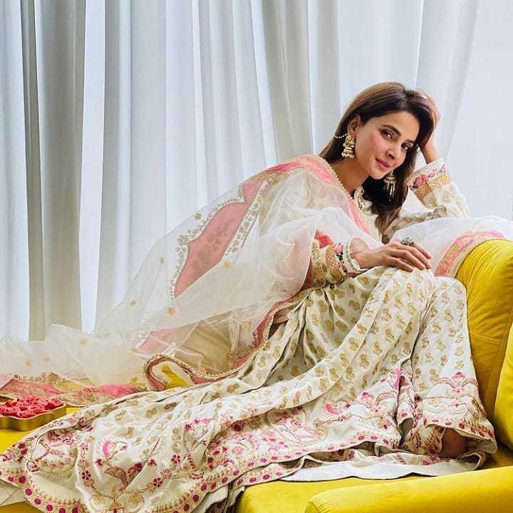 Pakistani-actresses-eid-pics-first-day-of-eid-ul-fitr-2021 (15)