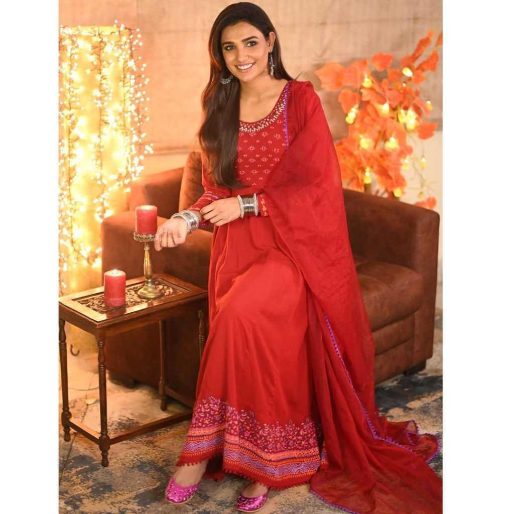 Pakistani-actresses-eid-pics-first-day-of-eid-ul-fitr-2021 (22)