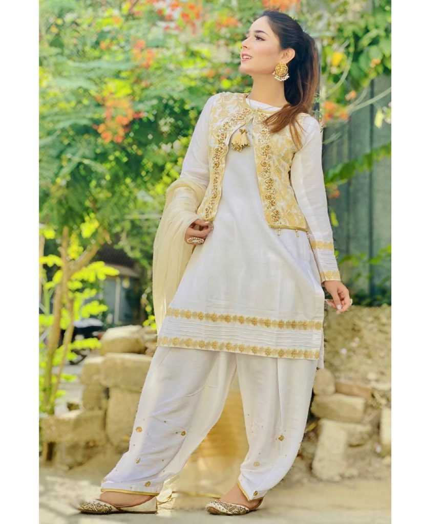 Pakistani-actresses-eid-pics-first-day-of-eid-ul-fitr-2021