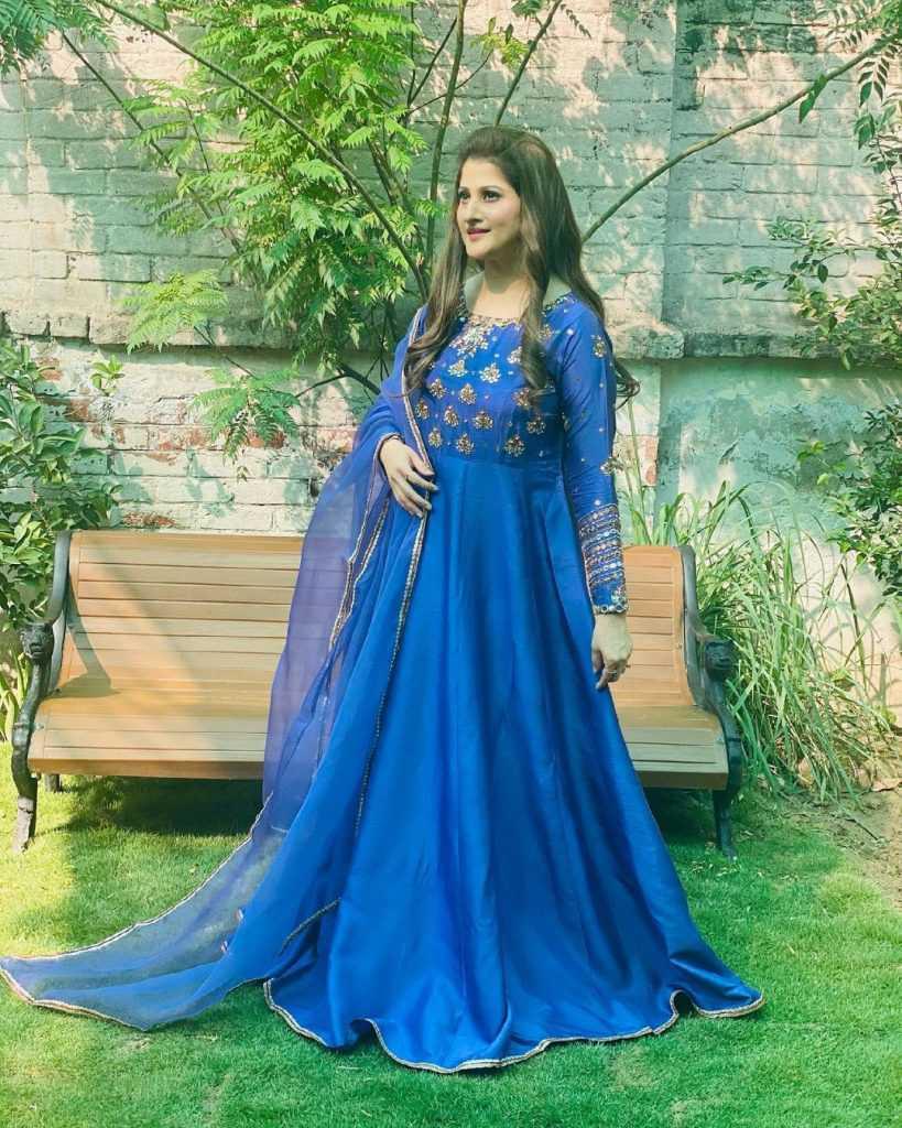 Pakistani-actresses-eid-pics-first-day-of-eid-ul-fitr-2021 (27)
