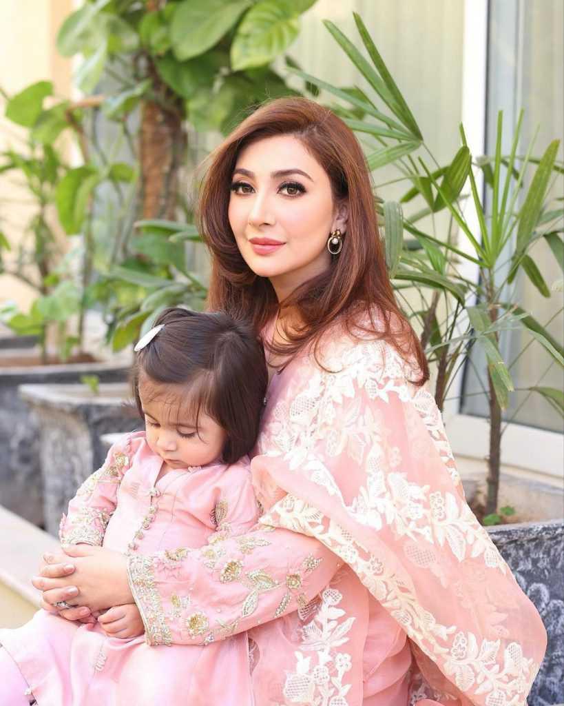 Pakistani-actresses-eid-pics-first-day-of-eid-ul-fitr-2021 (30)