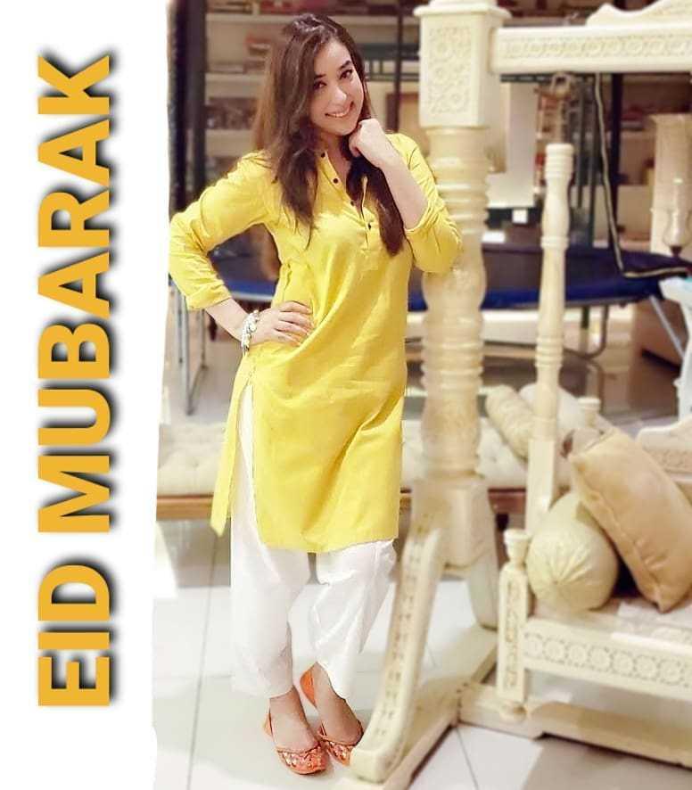 Pakistani-actresses-eid-pics-first-day-of-eid-ul-fitr-2021 (36)
