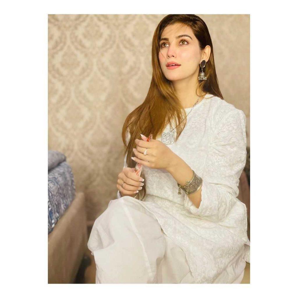 Pakistani-actresses-eid-pics-first-day-of-eid-ul-fitr-2021 (41)