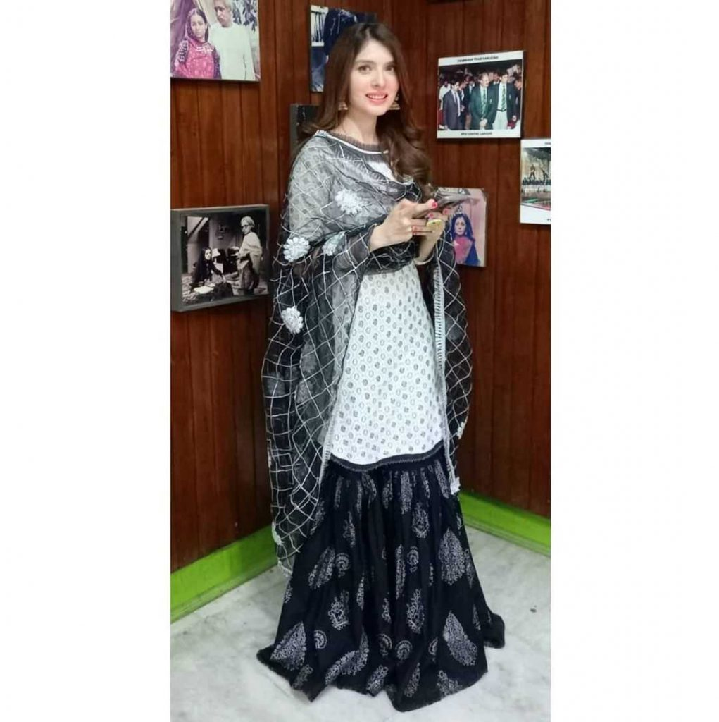 Pakistani-actresses-eid-pics-first-day-of-eid-ul-fitr-2021 (43)