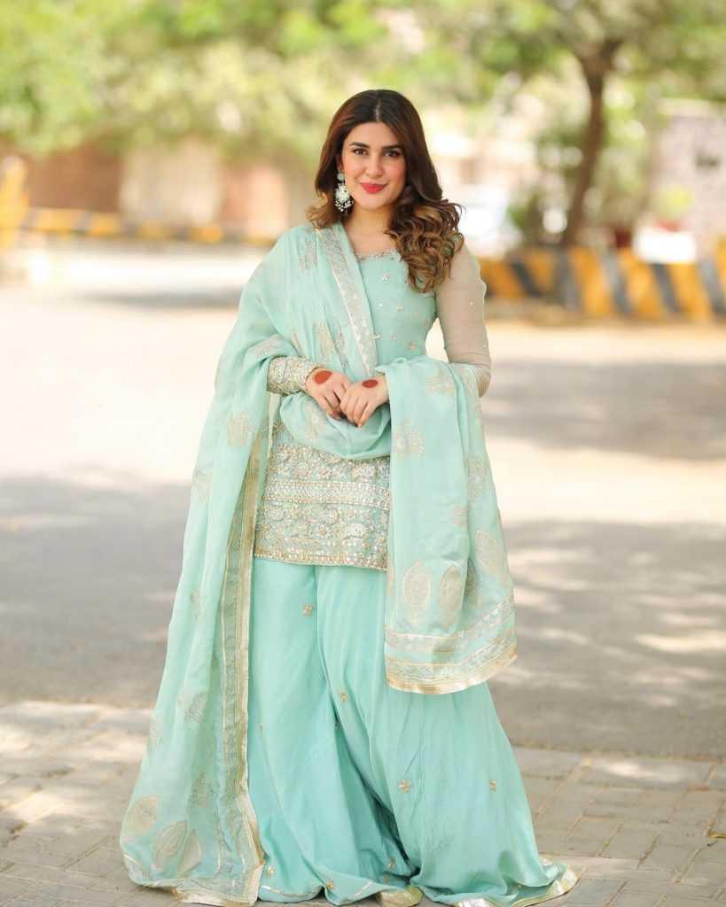 Pakistani-actresses-eid-pics-first-day-of-eid-ul-fitr-2021 (44)