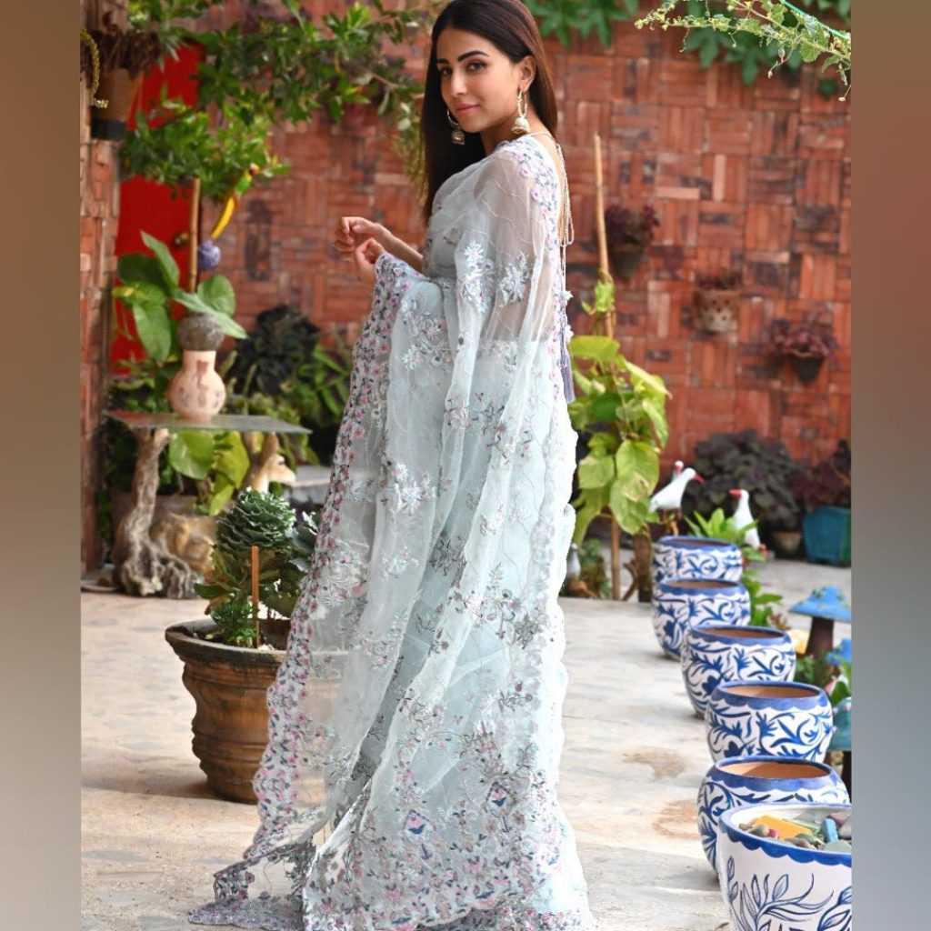 Pakistani-actresses-eid-pics-first-day-of-eid-ul-fitr-2021 (45)