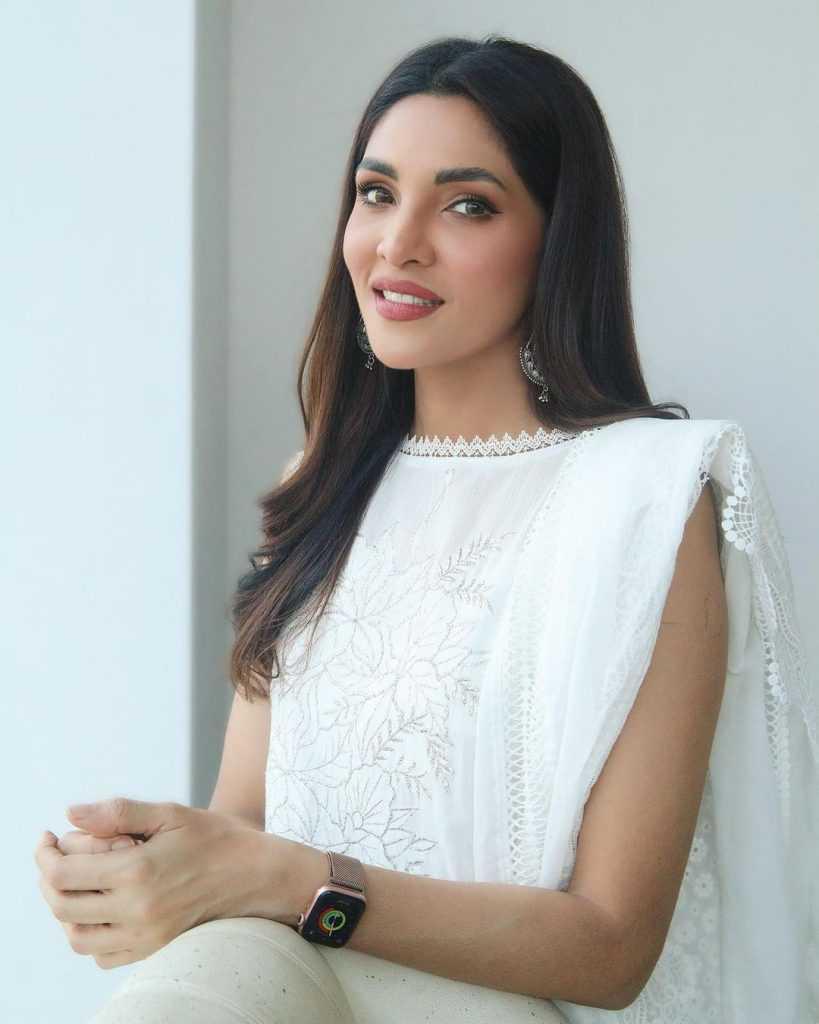 Pakistani-actresses-eid-pics-first-day-of-eid-ul-fitr-2021 (46)