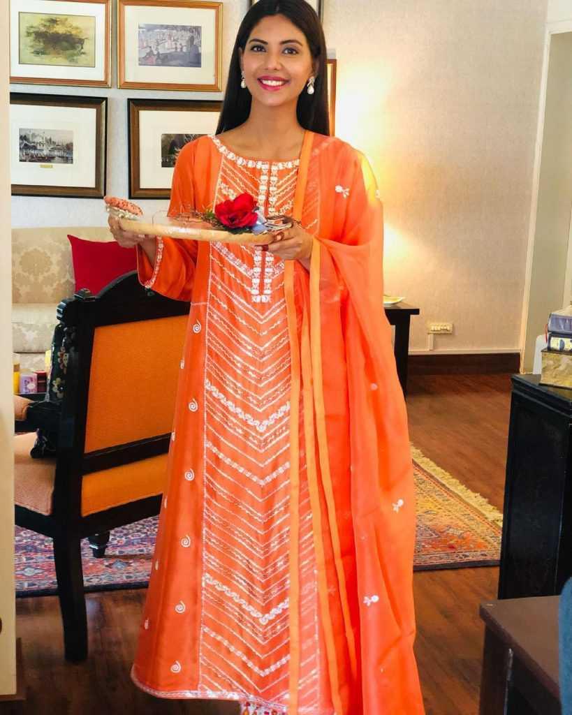 Pakistani-actresses-eid-pics-first-day-of-eid-ul-fitr-2021 (8)
