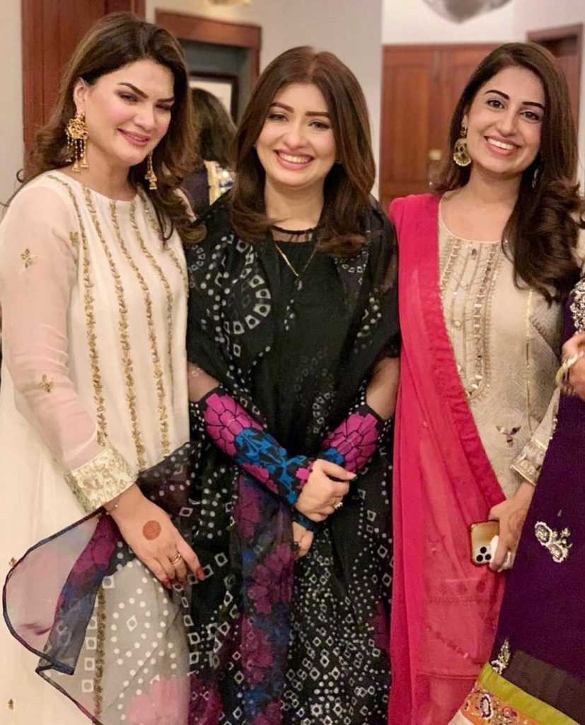 farah-iqrar-latest-pics-with-her-friends (5)