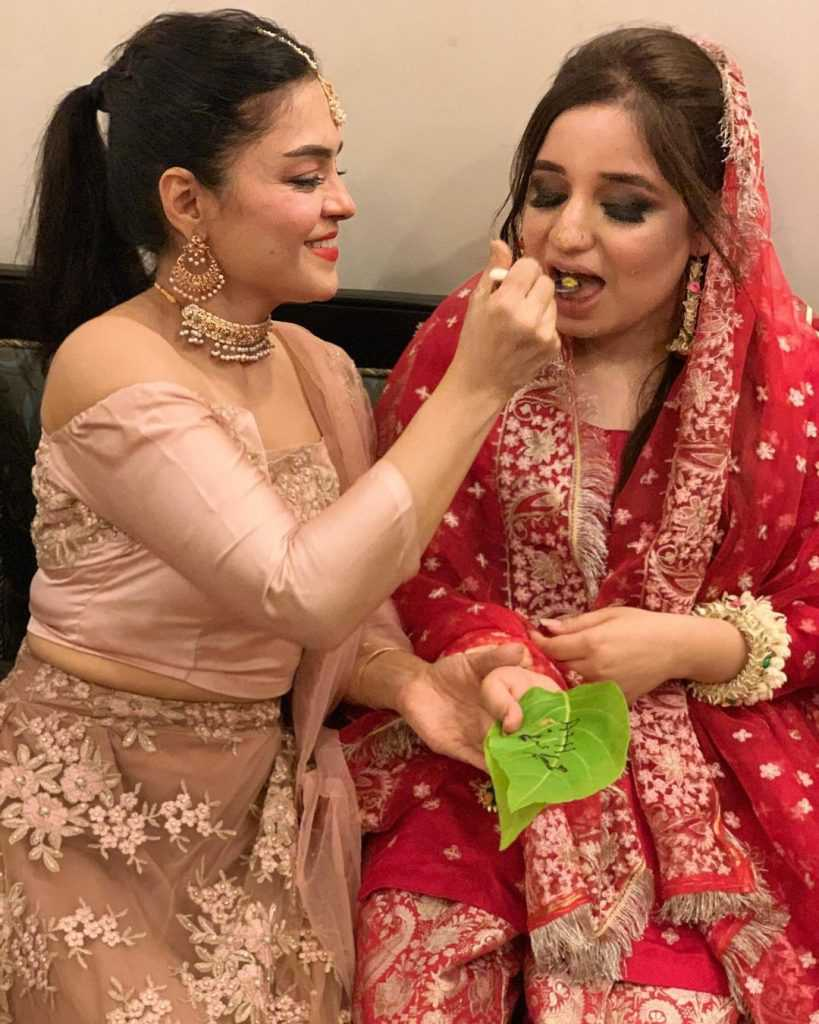 farah-iqrar-latest-pics-with-her-friends (7)