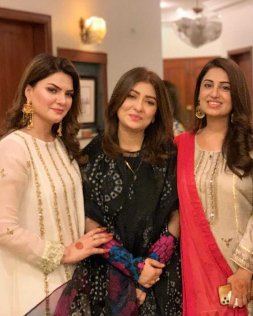 farah-iqrar-latest-pics-with-her-friends (9)