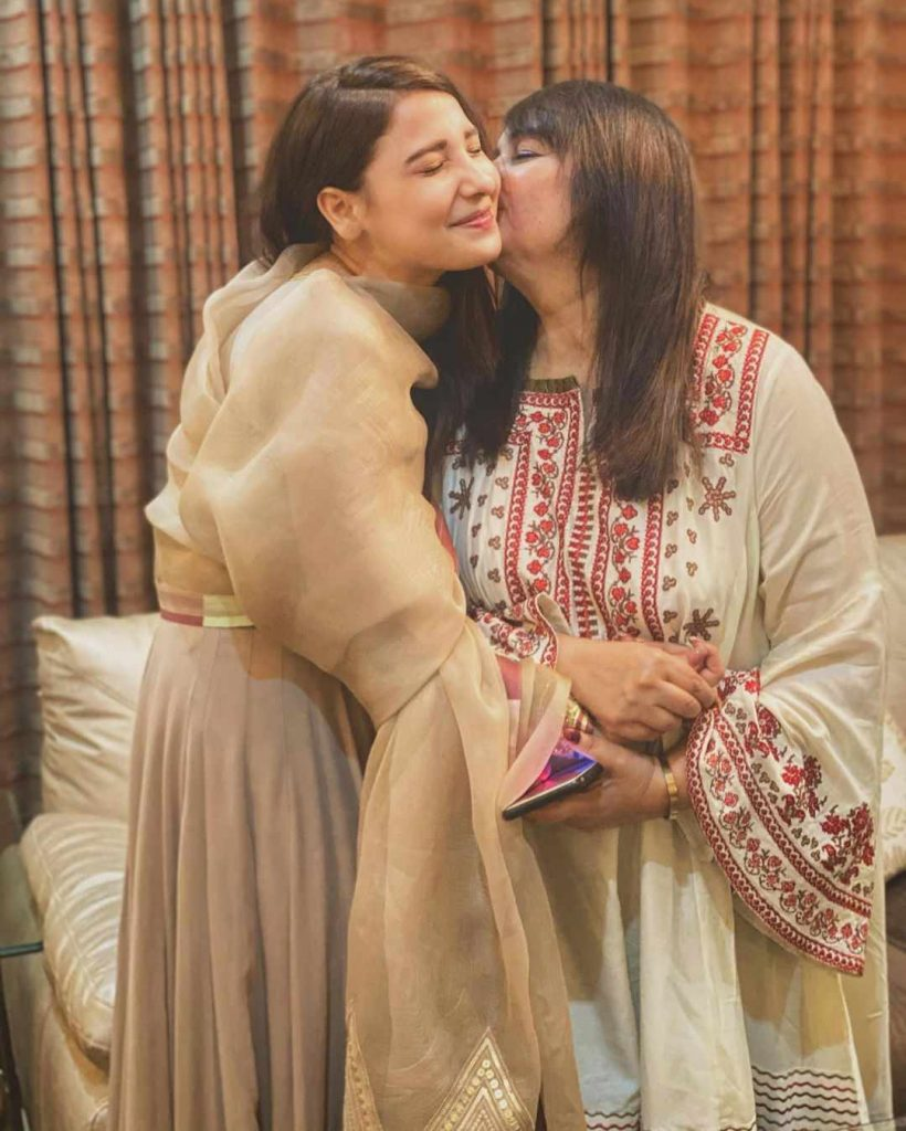 hina altaf with her mother of in law