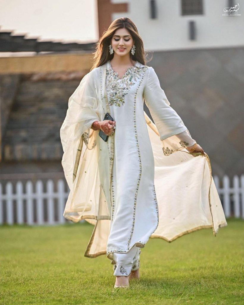 jannat-mirza-andumar-butt-engagement (3)