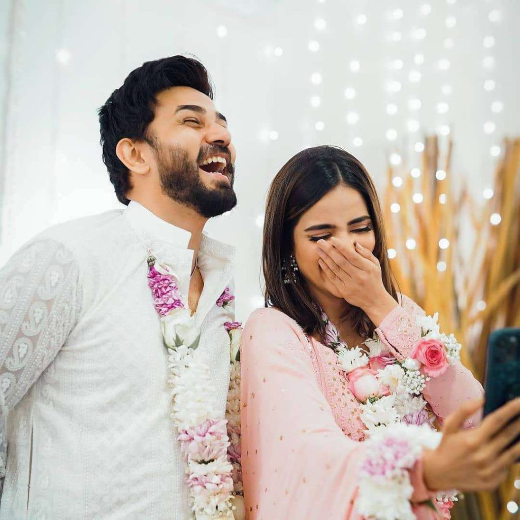 saboor aly engagement pics (8)