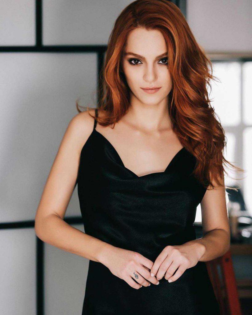 Sera Kutlubey working as Cemre Yilmaz in turkish drama zalim istanbul (2)